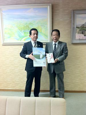 田中貞行新規事業本部長と甲斐元也佐渡市長
